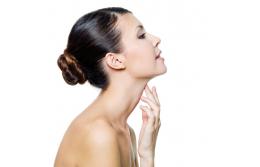 Лучшие косметические процедуры  для коррекции обвисшей шеи