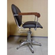 Кресло парикмахерское Кр010